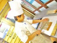 仕事 キッチン男性2